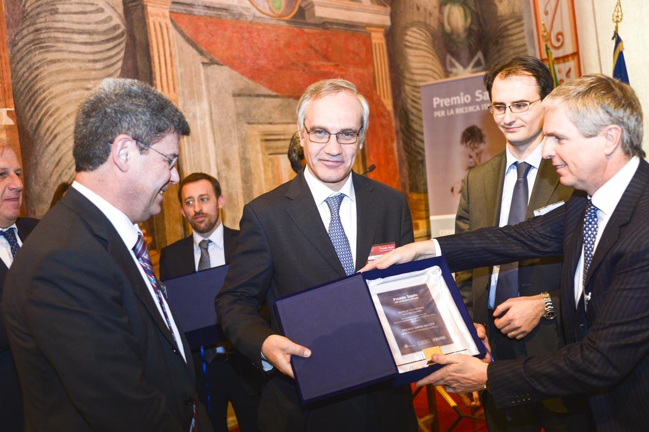 xiv-edizione-del-premio-sapio-francesco-lo-coco-vincitore-del-premio-salute